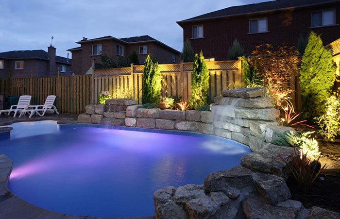 Cómo cambian las luces LED la iluminación de una piscina