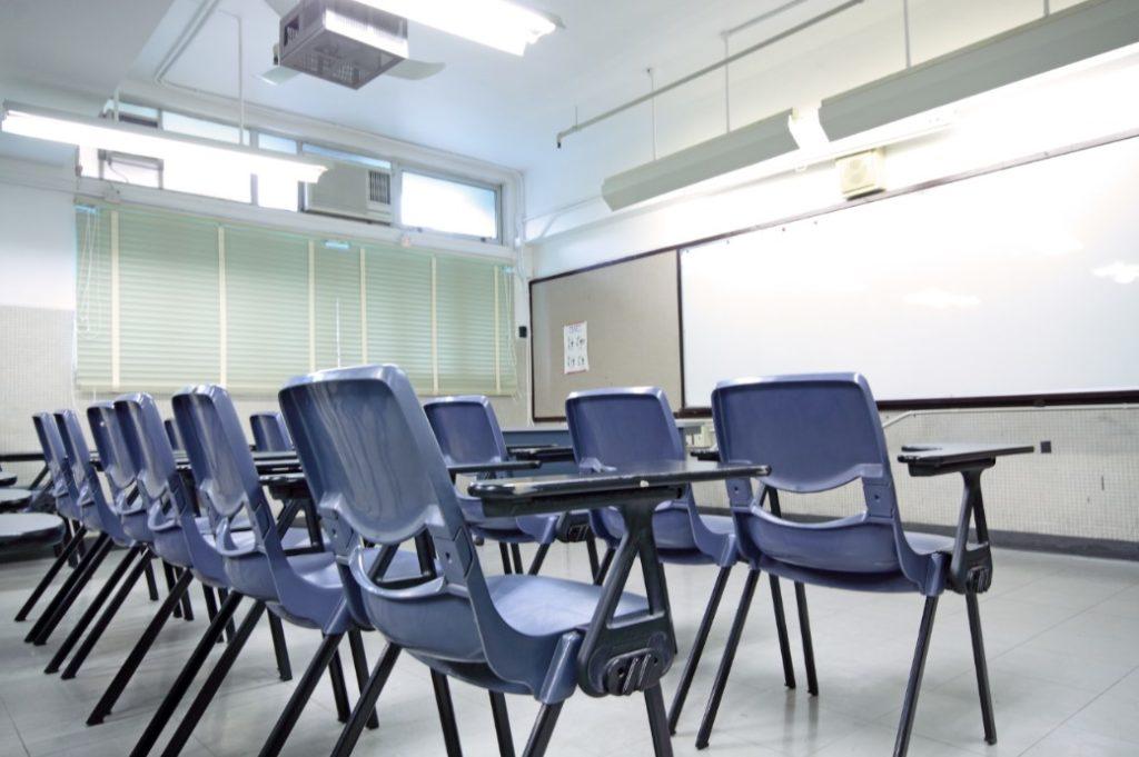 instalar luz LED en colegios 1