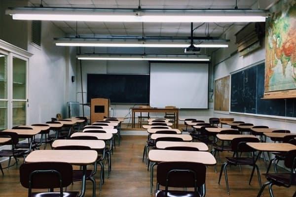 instalar luz LED en colegios 2